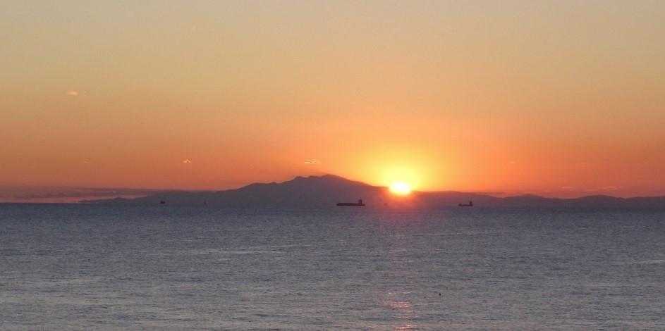 グループ旅行で行った三浦半島に沈む夕陽
